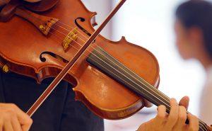 弦楽器の未経験者や初心者も歓迎だという(写真はイメージ、Photo ACより)